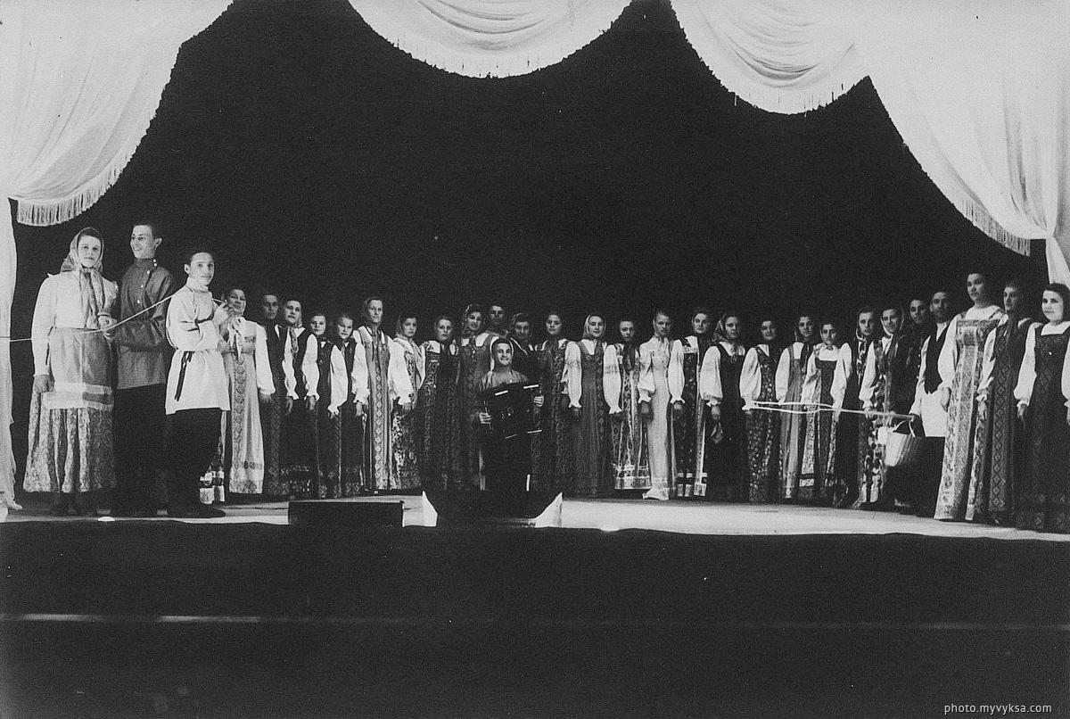 Выступление хорового коллектива. Выкса
