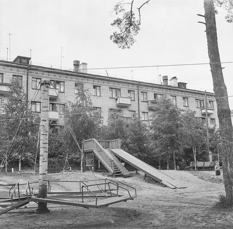 Двор на улице Островского. Выкса
