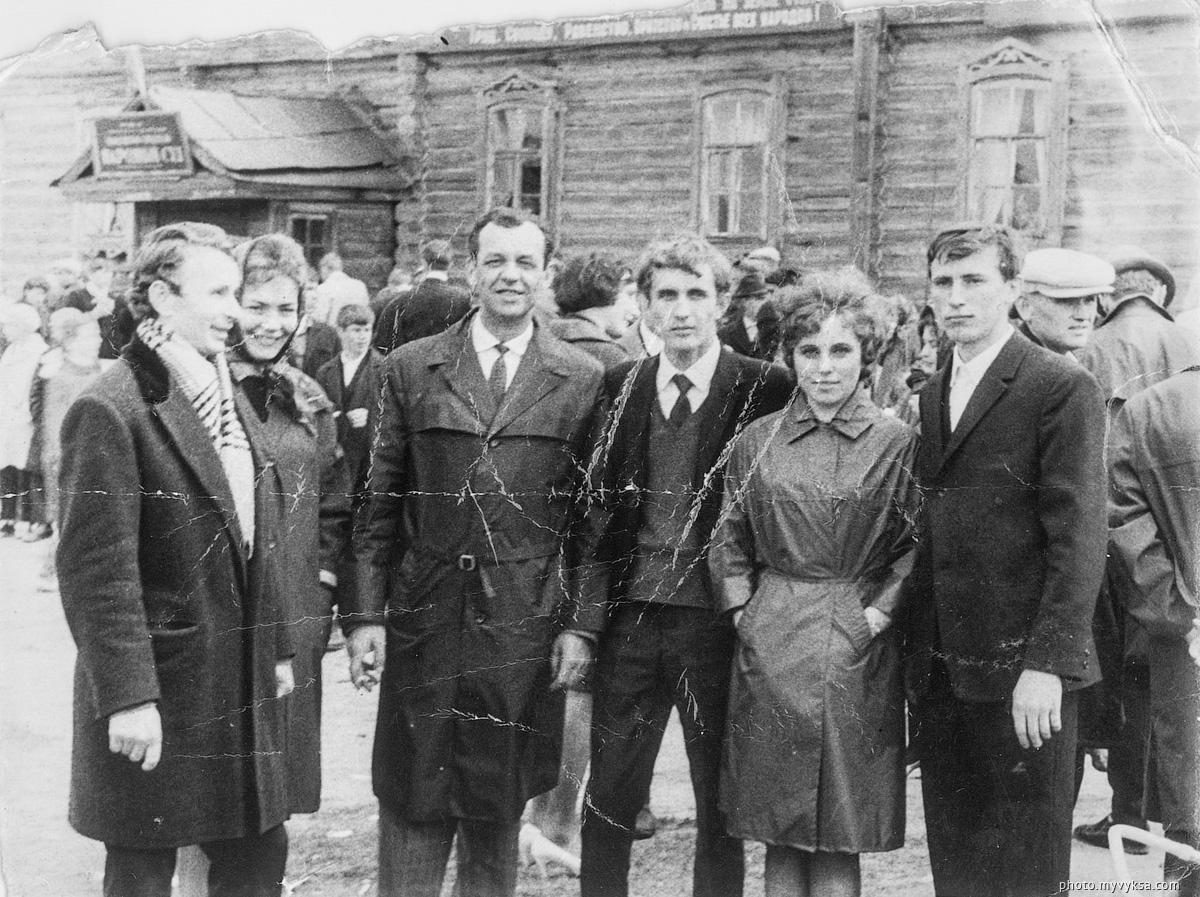 У здания народного суда. Выкса — фото старой Выксы
