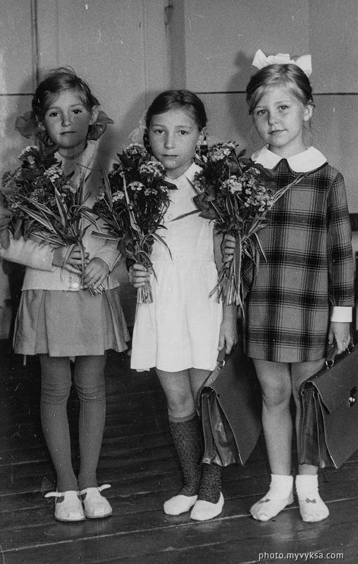 Юные выпускницы. Выкса — фото старой Выксы