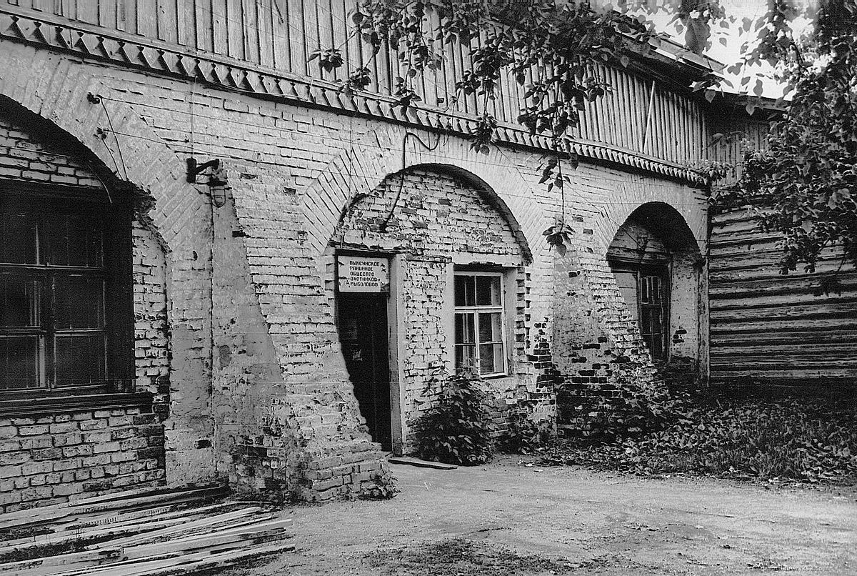 Здание конного двора. Фрагмент западного фасада здания, северное крыло.