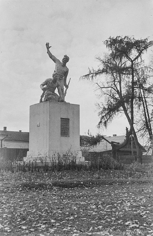 Памятник Семи расстрелянным коммунарам. Выкса
