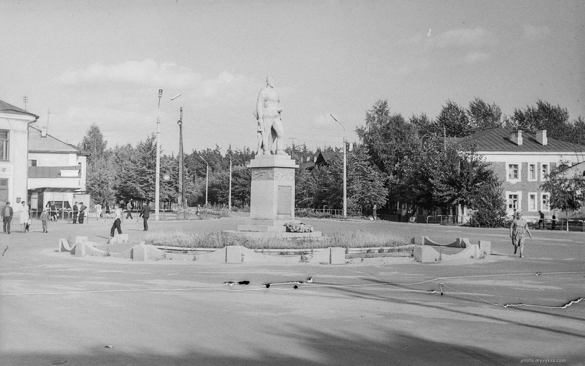 Памятник на Комсомольской. Выкса