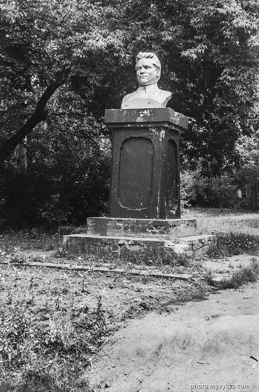 Бюст в ПКиО. Выкса. Памятник С. М. Кирову — фото старой Выксы