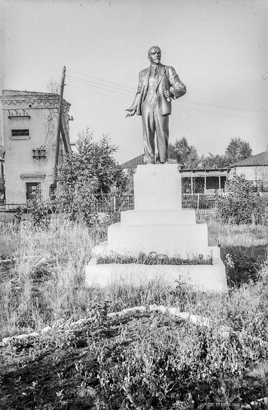 Памятник Ленину в сквере РУ-15. Выкса