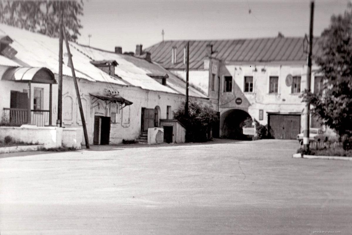 Конторы и арка главного дома. Выкса, дом Баташевых.