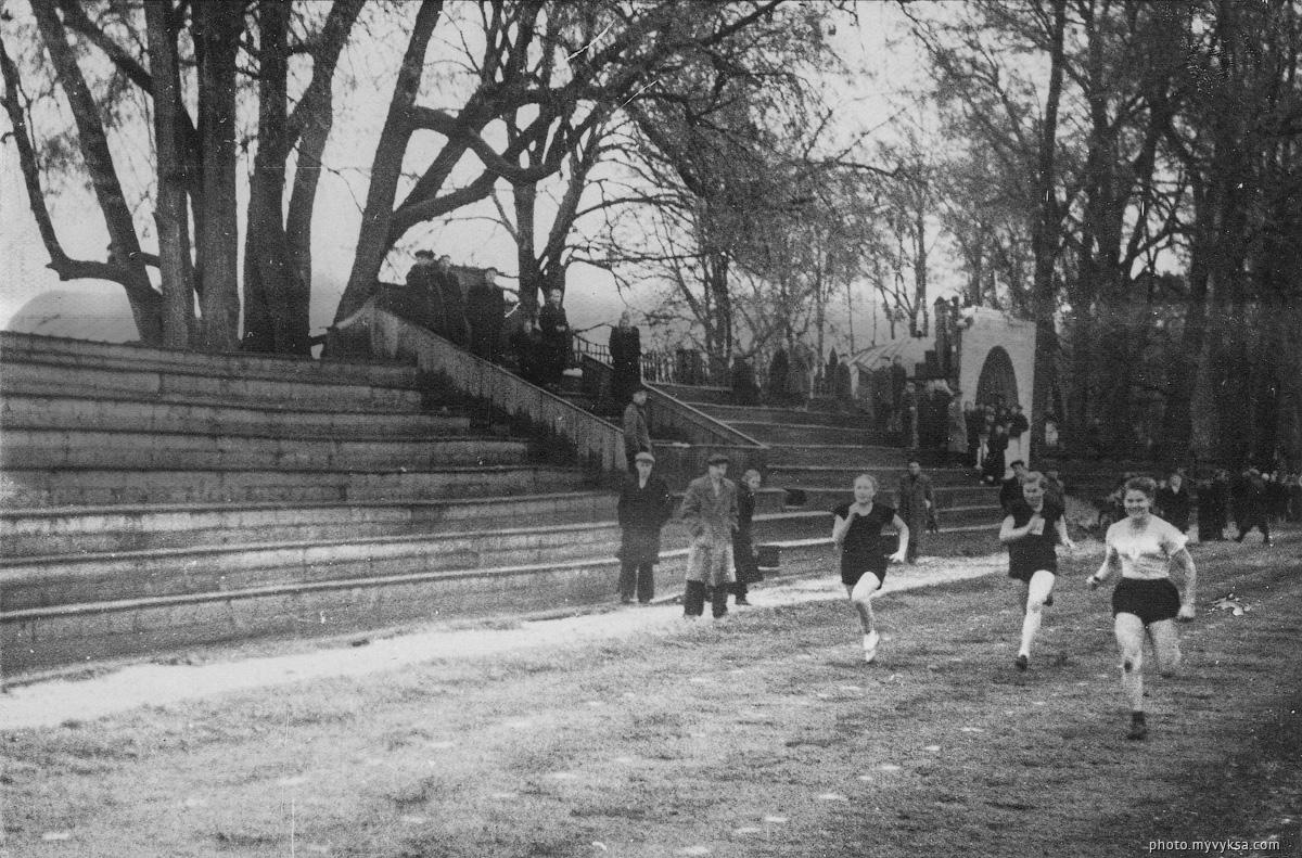 На стадионе Металлург. Выкса — фото старой Выксы