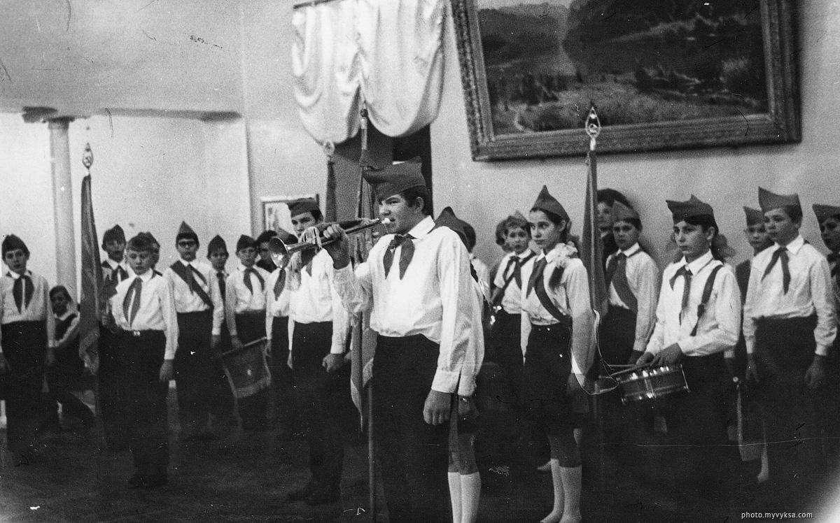 Смотр знаменных групп. Выкса — фото старой Выксы