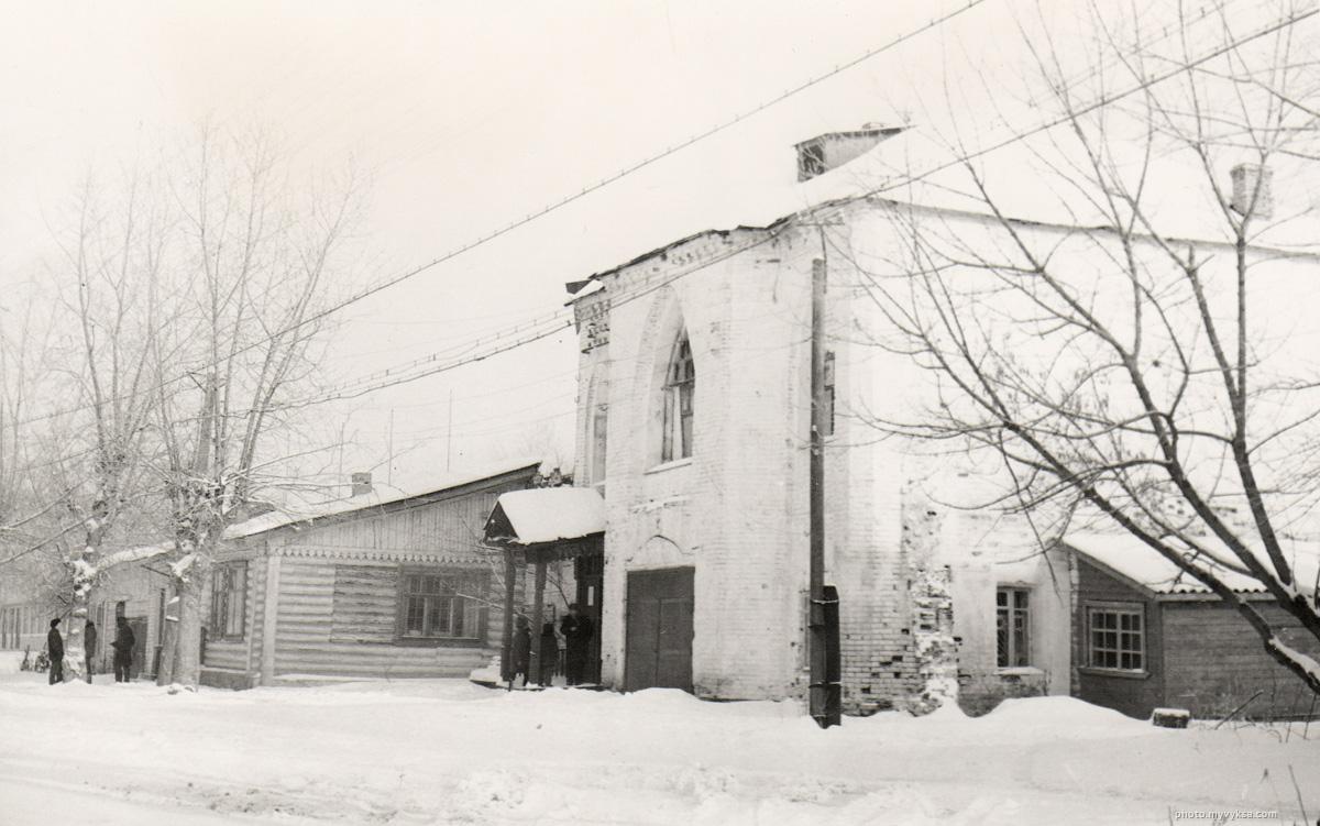 Здание конного двора в последствии здании ГАИ и ГИБДД. — фото старой Выксы