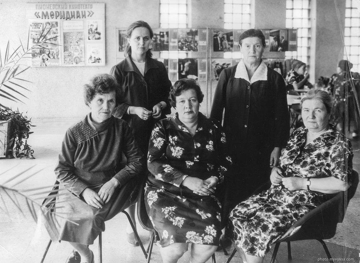 Сотрудницы КТ «Родина» — фото старой Выксы