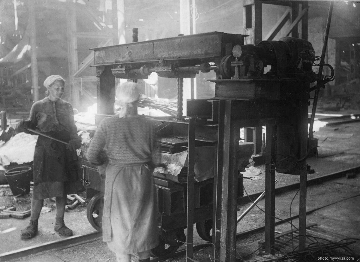 Укупорка пакетов. Выксунский металлургический завод. — фото старой Выксы